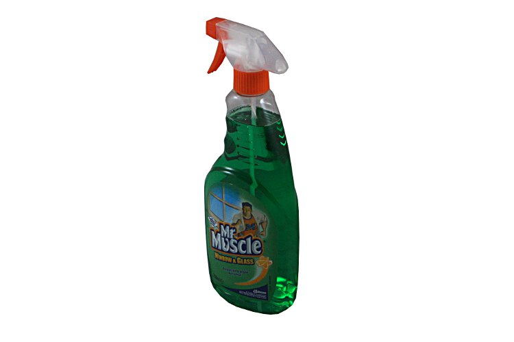 01 Mr Muscle glass cleaner